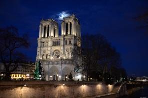 Paris la lune