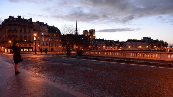 Paris Notre Dame au loin