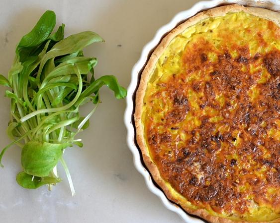 Tarte oignons lardons curcuma et curry